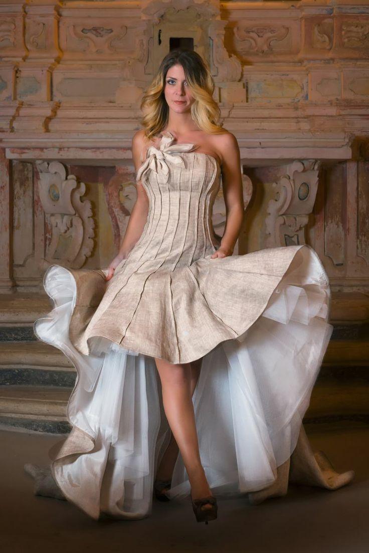 Un modo originale per rivisitare un tessuto semplice in un abito da sposa molto ricercato