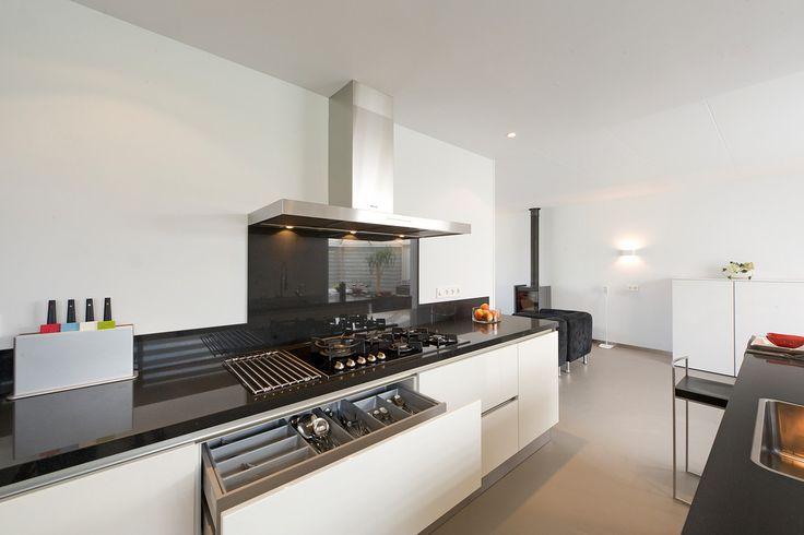 25 beste idee n over witte hoogglans keuken op pinterest modern keukenontwerp - Keuken witte laquee ...