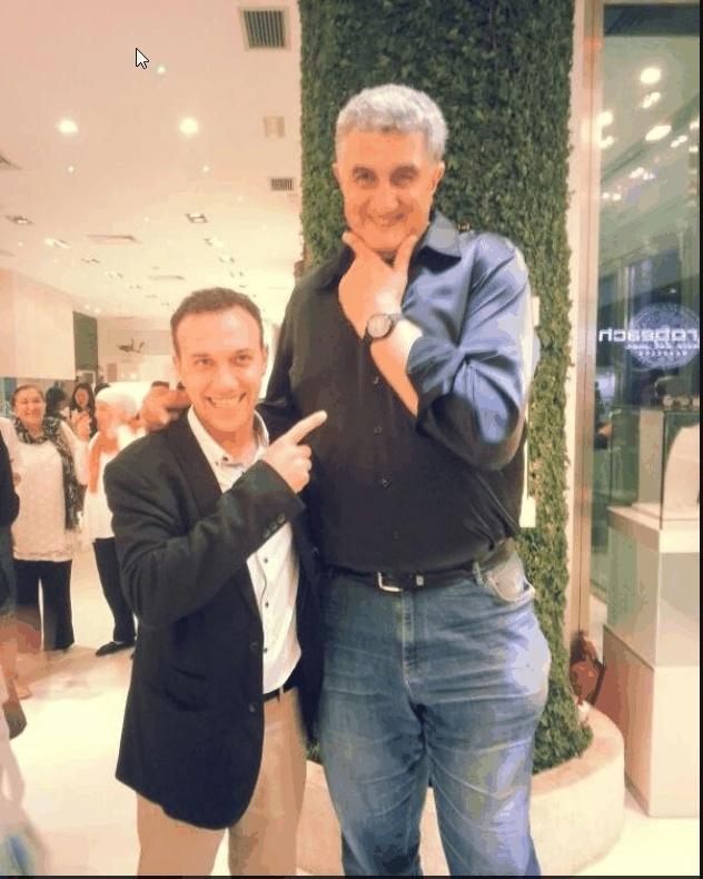 Oscar Vazquez, presenting the OVEL Radical Black watch a basketball Celebrity Fernando Romay
