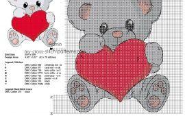 Sød grå farve teddybjørn med hjertekorsesting
