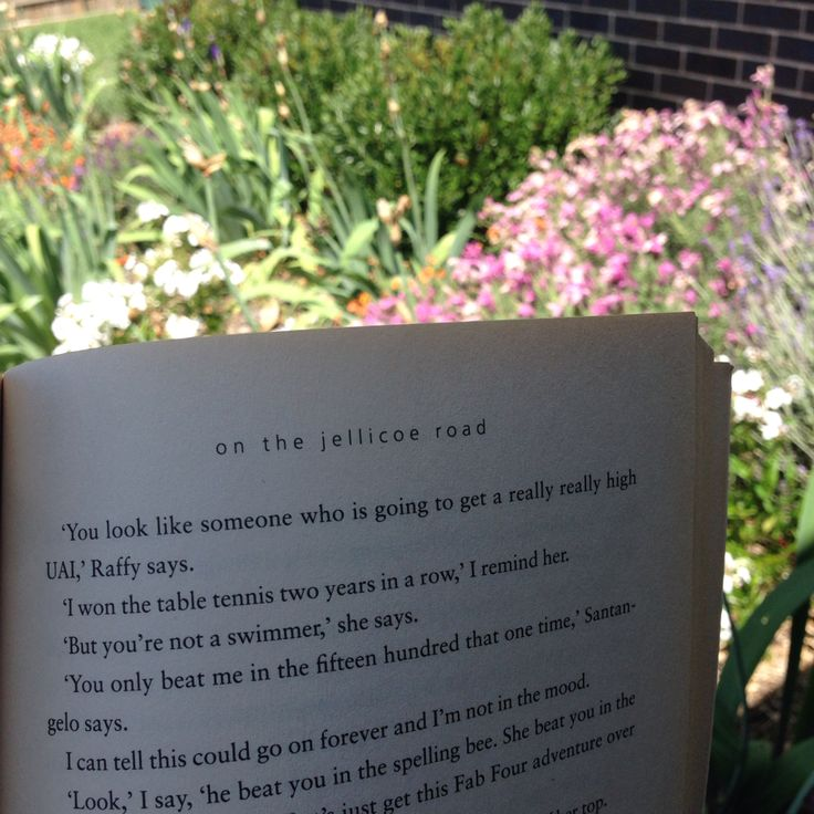 BOOK - on the jellicoe road