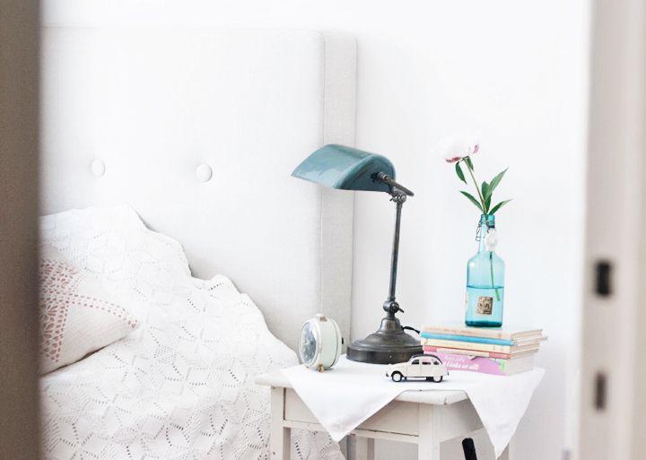 sovrum nattduksbord inredning lampa emmas vintage