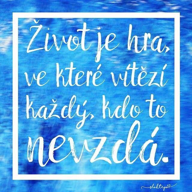 Máš těžký den? Polož si ruku na srdce. Cítíš to? Tomu se říká smysl života. Jsi naživu z nějakého důvodu. Nevzdávej se.❤️☀️☕️ #sloktepo #motivacni #hrnky #zivot #miluju #inspirace #mylife #czechgirl #czechboy #czech #stesti #zivotjeboj #kafe #krasnyden #citaty