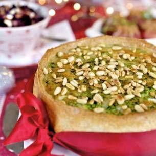 Grönkålspaj & pinjenötter