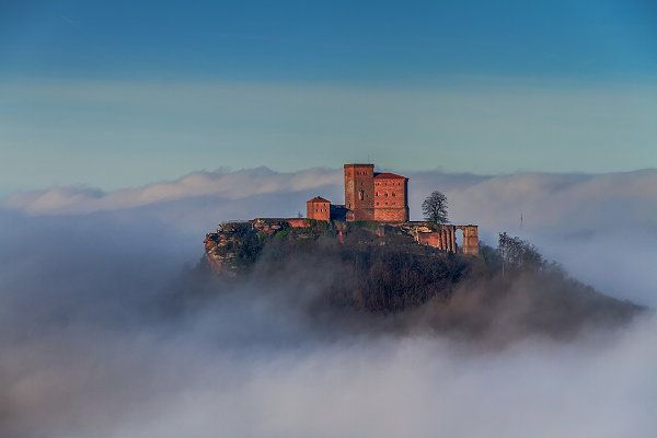 Burg Trifels wurde in Deutschland, Annweiler aufgenommen und hat folgende Stichwörter: Burg Trifels.
