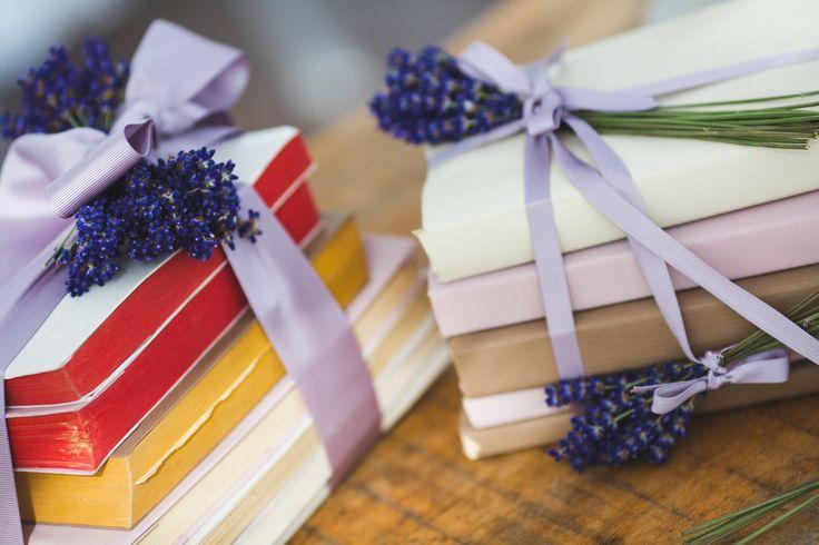 dettaglio allestimento per matrimoni a #villalagorio. #nozze  #wedding #libri