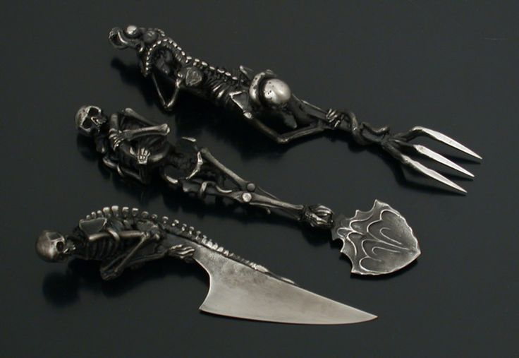 Raven Armoury - André Lassen Cutlery.