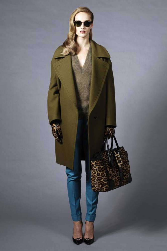 Зеленое пальто - яркий оттенок в серых буднях