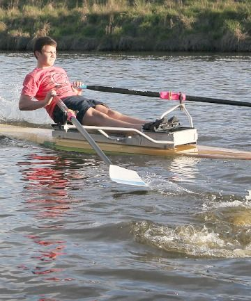 Novice scullers train on surfboard