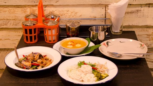 We just cant get enough of street food. Chat Thai has romanced us, but we need a little bit more competition to make for a real culinary battle. Thats why newbie Senyai is a real gem, you wont recognise much of the menu, but thats half the fun!