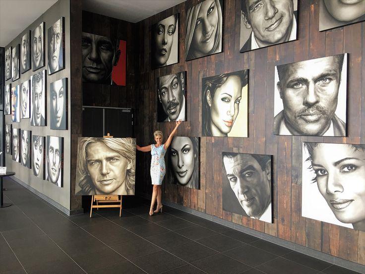 #expositie #famous #people #model #actor #actress #actrice #acteur #portretschilder #schilderij #portret #portrait #portretopdracht #olieverfportret #olieverfschilderij #portraitpainting #oilpainting #kunst #art #pastelart #portraitart #drawing #painting #faces #closeup #portretten #olieverfportretten #oilportraits #galerie #design #modernart #hyperrealisme #realismportrait #realistischekunst #pastelportret #saskiavugts #bekende #gezicht #olieverf