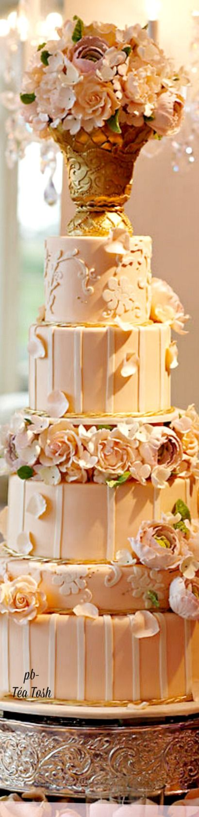 ❇Téa Tosh❇via:   https://www.pinkcakebox.com/category/pastry-images/wedding-cakes/page/4/