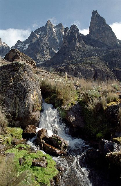 Small waterfalls on the way to the top of Mount Kenya (by jipe82).
