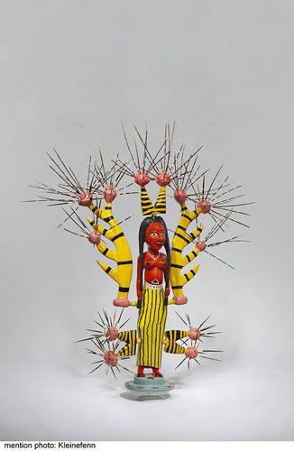 Lady chief, 2011 - 110 x 90 x 60 cm - Bois peint et épines de porc épic  JOHN GOBA