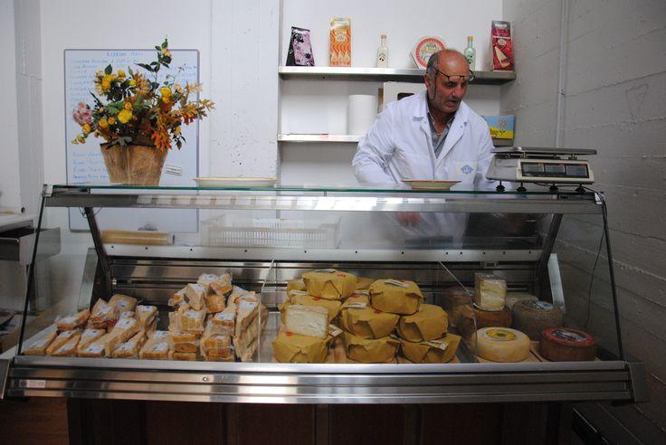 Per gli Aretini questo è il nostro spaccio in Via puccini 79...per tutti gli altri niente paura c'è lo shop online ;) venite a trovarci su www.canticheese.com