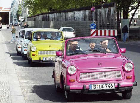 Google Afbeeldingen resultaat voor http://www.smh.com.au/ffximage/2008/06/20/BerlinCar_wideweb__470x347,0.jpg