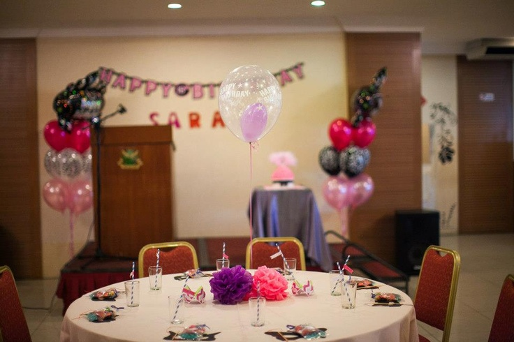 Table arrangements. Pom-pom flowers and balloons as centrepieces