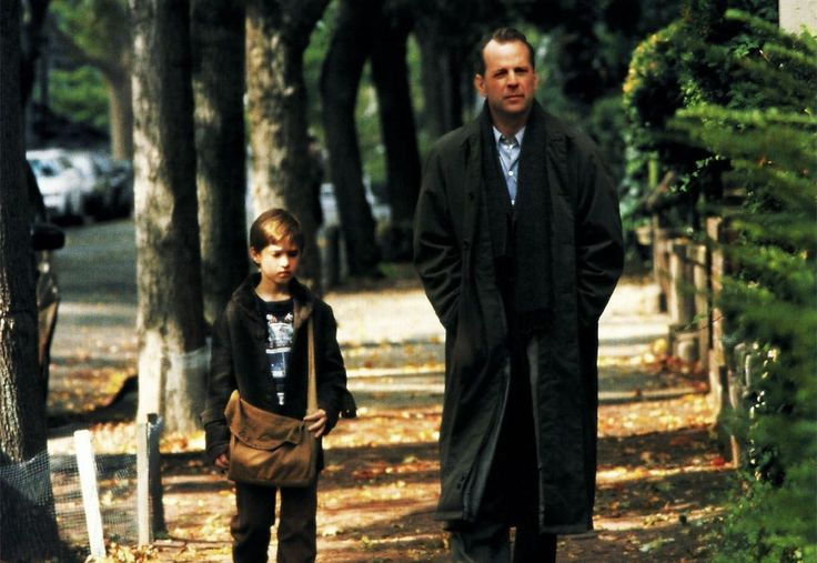An analysis of the sixth sense as a supernatural horror about malcolm crowe