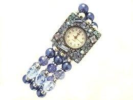 Horloge Blue Lagoon - Op het horlogekastje zitten strass stenen en de band is gemaakt van diverse glaskralen waaronder crackle kralen, glasparels en facetkralen