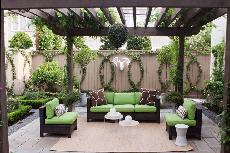 transitional patio with dark toned wood pergola modern green black furniture pale toned wood area rug pale toned lattice decorative plants arrangements of Turn Your Backyard into Inviting Spot just with These Pergola Designs for Patio