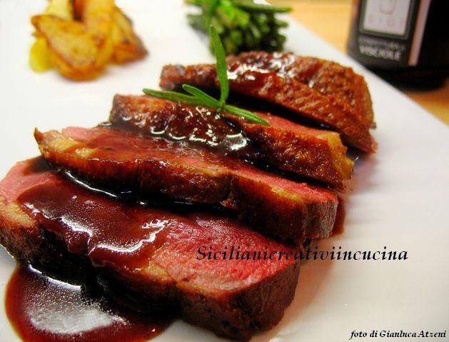 Petto d'anatra con salsa di visciole  http://www.sicilianicreativiincucina.it/petto-danatra-con-salsa-di-visciole/