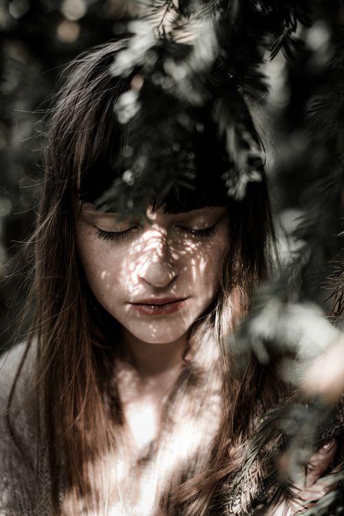 retrato - retratos femininos - ensaio feminino - ensaio externo - fotografia - ensaio fotográfico - book - sombra - luz