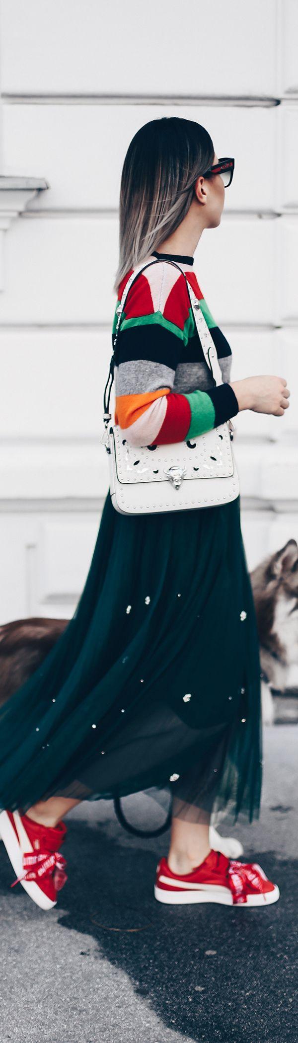 Tüllrock Outfit im Alltag kombinieren, Sneakers zum Rock, Styling Tipps, Outfit Ideen, Fashion Blog, Modeblog, Puma Basket Heart Sneakers, Bold Stripes Pullover, sibirischer Husky, Bloggerhund, Outfit Blog, www.whoismocca.com
