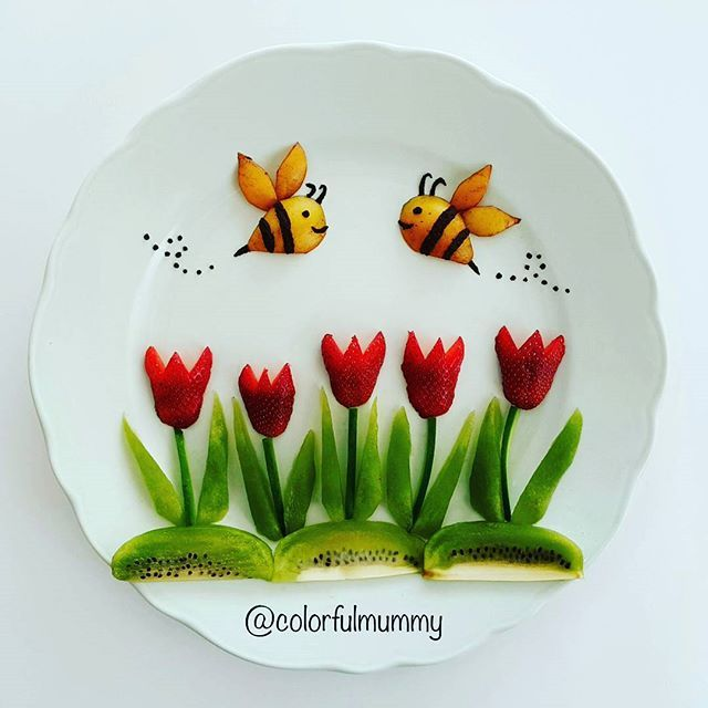 Bahar evimizde... Spring is at our home... Çilek,kivi, malta erigi, zeytin ezmesi...Strawberry, kiwi, loquat, olive paste... #spring #bees #strawberry #fruitsalad