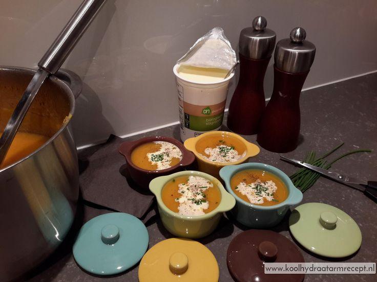 Deze wortelpeterselie soep heeft heel bijzondere smaken! Zoet en kruidig, door de sinaasappel onverwacht fris, slagroom maakt het mooi fluwelig!