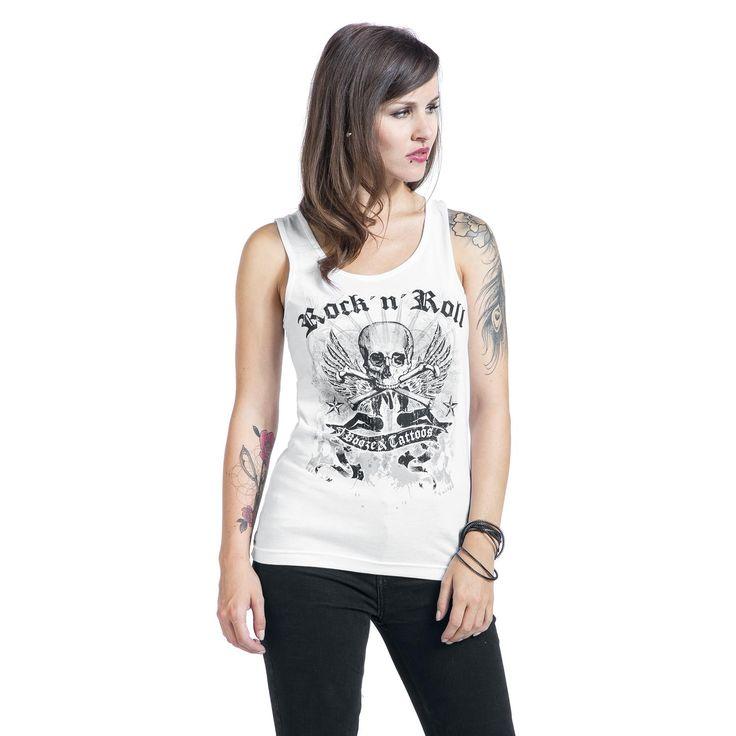 """¿Quién no sueña con un estilo de vida Rock 'N' Roll? Con esta camiseta blanca de Booze &Tattoos estarás algo mas cerca. Por delante tiene una calavera con dos alas. A su alrededor pone """"Rock 'N' Roll - Booze & Tattoos"""". ¡Joder que caña!"""