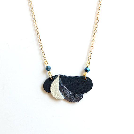 Collier Komète en cuir laiton doré perles en cristal par AkabeParis