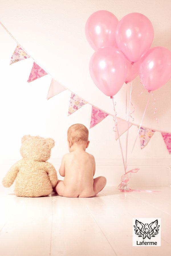 1歳の誕生日の記念写真をスタジオ並みの一枚に 7つのアイテムと素敵なアイデア集♡|cuta [キュータ]