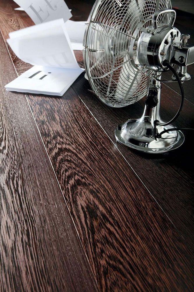 Stile, Parquet Stilnovo XL  Stilnovo è il pavimento in legno prefinito che maggiormente si avvicina al pavimento tradizionale in legno, che consente la completa disponibilità dei locali in poco tempo. Stilnovo XL è previsto nei formati 15x180 cm o 20x180 cm, nelle essenze: Rovere, Iroko, Teak, Doussiè, Noce Americano, Wenge. Previsto nelle versioni Country, Trend e Casual, e nelle finiture Prelevigato, Oliato, Naturale UV, Naturale UV bianco, Traffic UV o Verniciato.