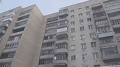This is what it looks like when you throw boiling water out a window at -41°C: | 23 GIFs That Will Teach You A  Thing For Once In Your Life