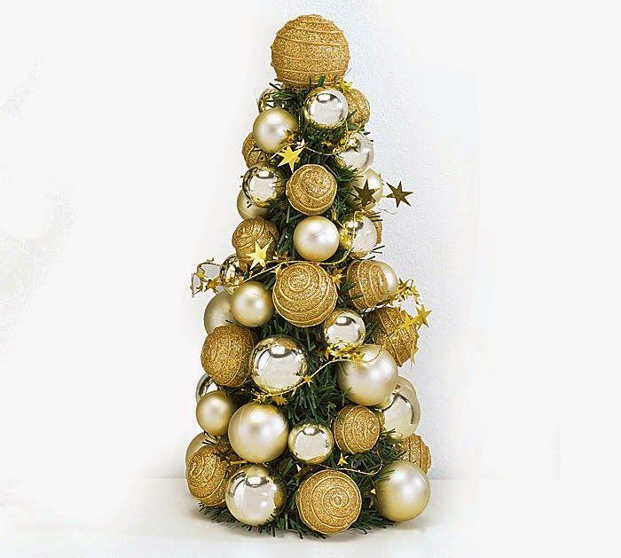 Original rbol de navidad con esferas doradas colocadas de - Esferas de navidad ...