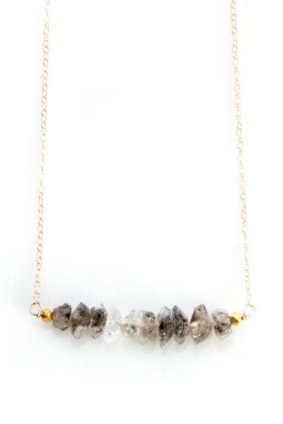 He encontrado este interesante anuncio de Etsy en https://www.etsy.com/es/listing/206001208/collar-con-cadena-de-oro-llena-de-cuarzo