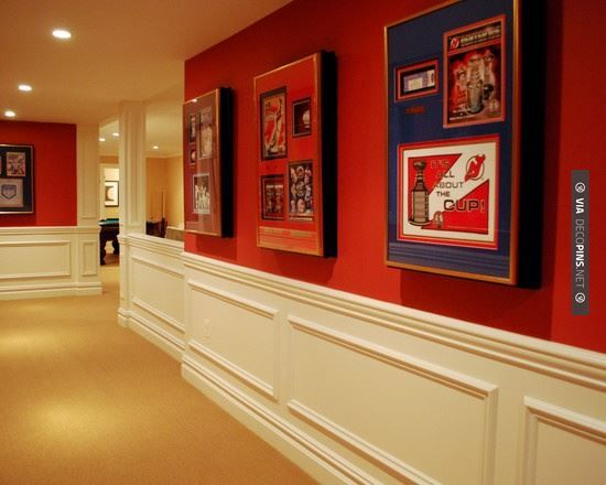 So cool - Traditional Basement Design | CHECK OUT MORE CROWN MOLDING AND DIY CROWN MOLDING IDEAS AT DECOPINS.COM | #crown molding #crownmolding #diycrownmolding #trim #ceiling #homedecor #homedecoration #decor #livingroom