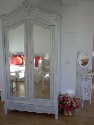 17 best images about repeindre meubles mamie on pinterest for Patiner une armoire