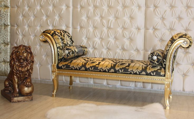 Klasik mobilya tutkunlarının yatak odalarına değer katan Kraliçe Benç, iki yanı kollu sırt kısmı açık olarak dizayn edildi.