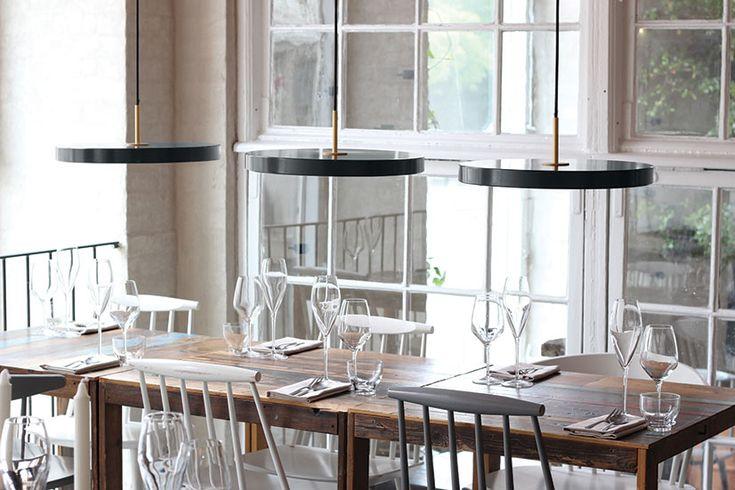 VITA Asteria er unnfanget i krysningen mellom design, teknologi og håndverk, og denne lampen med sin innebygde LED i en elegant, minimalistisk form, er et ekko fra fremtiden og for fremtiden.