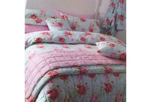 bed cover style set out