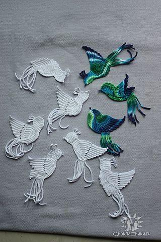 Vögel in Weiß und Grün-Blau-Tönen
