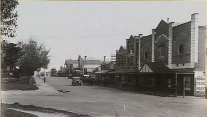 Rialto theatre early days cnr Watts st and Whithorse rd