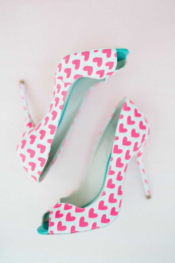 Peep-toes with heart Photography: Brklyn View Photography