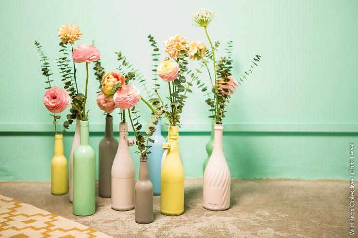Vases de couleur (recyclage) http://wildbirdscollective.com/diy-pastel-colors-bottles/