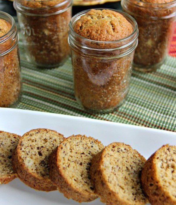 Quels sont les avantages de cuire le pain aux bananes dans des bocaux ?