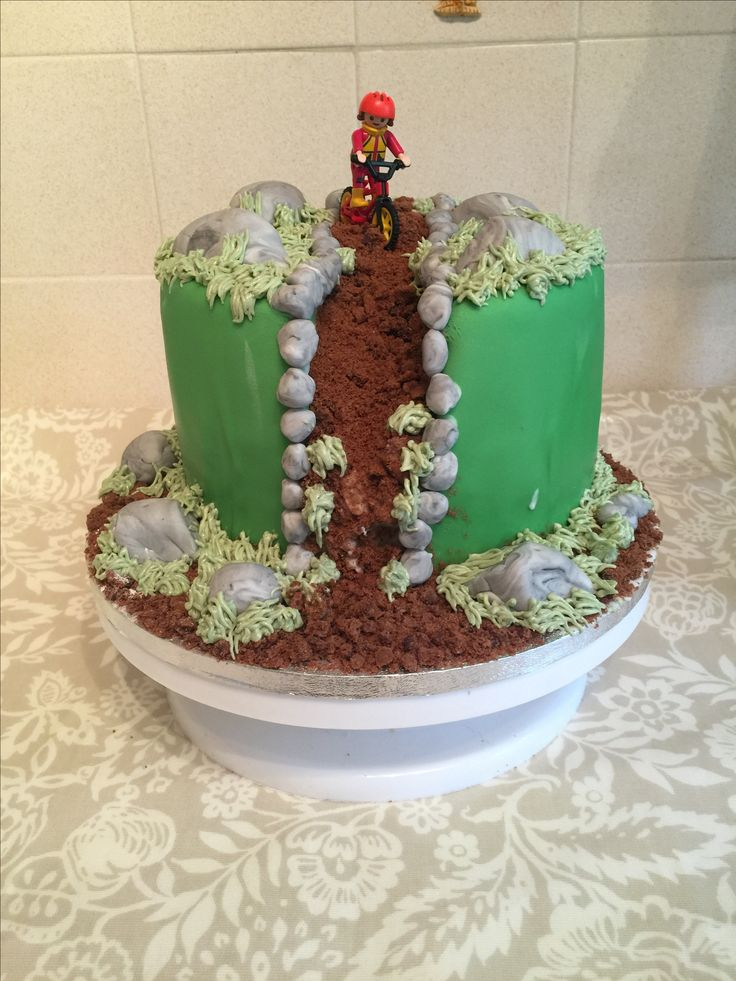Mountain bike cake.