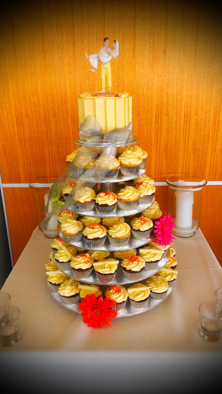Beautiful Cup Cakes for a Spring themed wedding