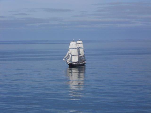 Título: Calma Lugar: Mar del Norte Autora: Teresa Rey Texto: Déjate mecer por las suaves olas mientras ves pasar las nubes lentamente...