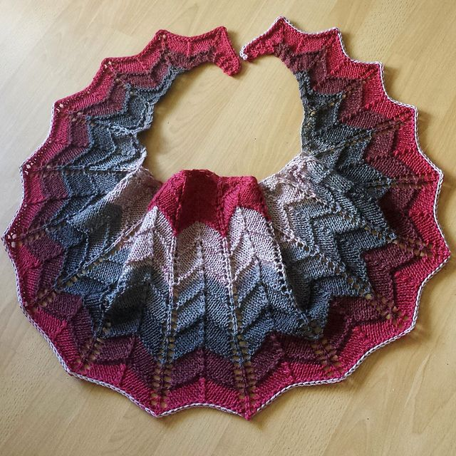 2552 best images about Agujas on Pinterest Free pattern, Knitted shawls and...